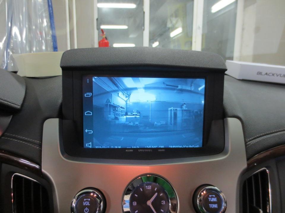 изображение с камеры заднего вида на штатном мониторе.jpg