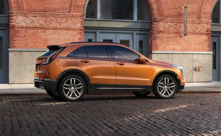2019-cadillac-xt4-orange-rear-profile.jpg