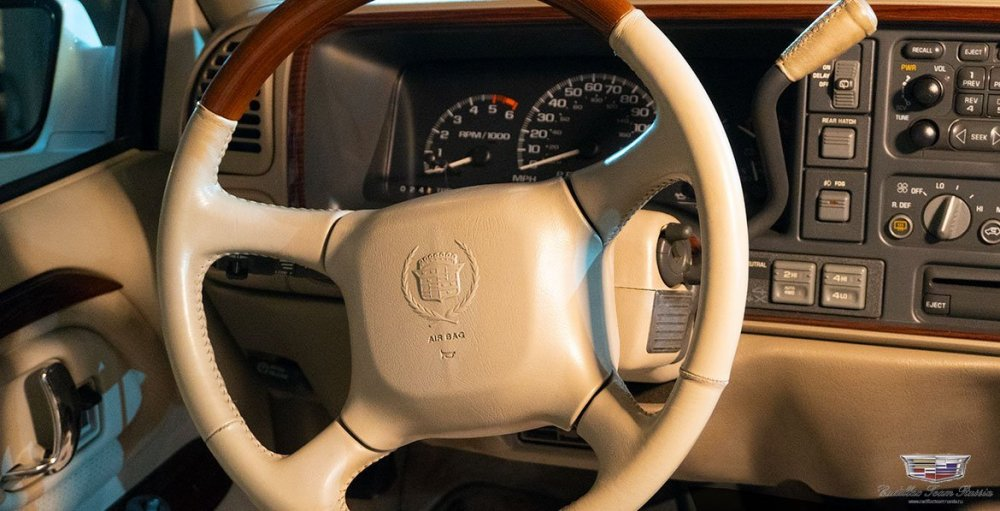 1999_Cadillac_Escalade06.thumb.jpg.726b74582f78cbd5b607e8bc9717939b.jpg