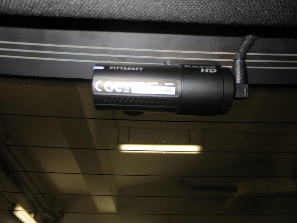 камера заднего вида, входящая в комплект видеорегистратора.jpg
