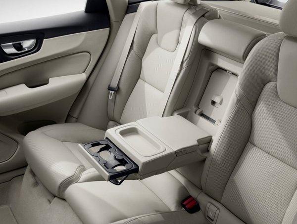 Volvo-XC60-2018-1280-7c.jpg