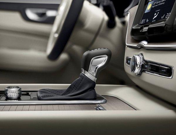 Volvo-XC60-2018-1280-7e.jpg