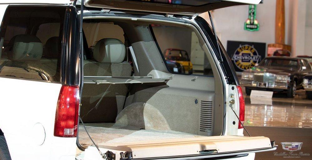 1999_Cadillac_Escalade10.thumb.jpg.4a858ee9a134ebce812f6fa97053b472.jpg